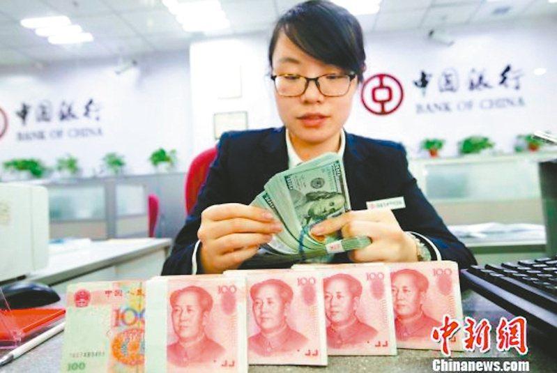 人民幣匯率續創三年新高,人行昨晚喊話既可能升值也可能貶值。(中新社)