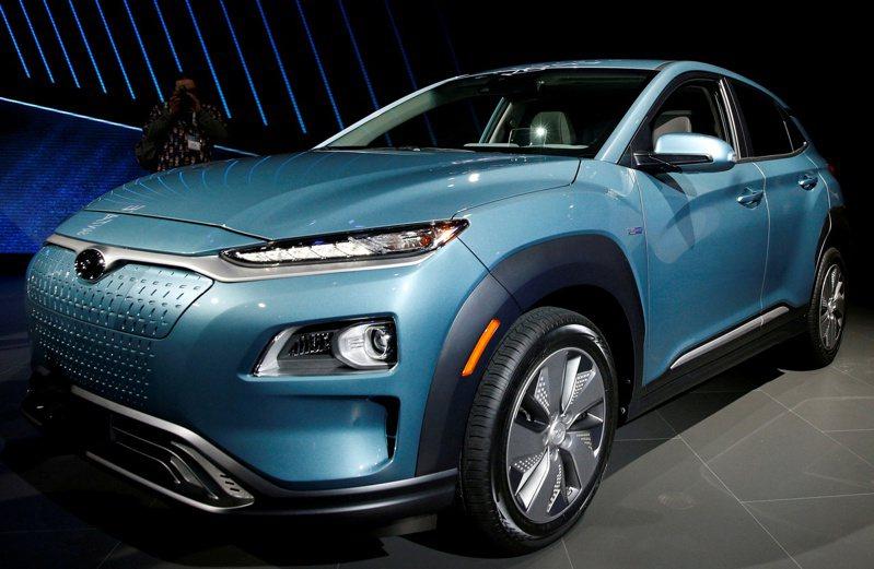现代汽车集团据悉将减少产品阵容中的燃油车款 ,以释出资源投资电动车。图为现代的电动休旅车Kona。   路透(photo:UDN)