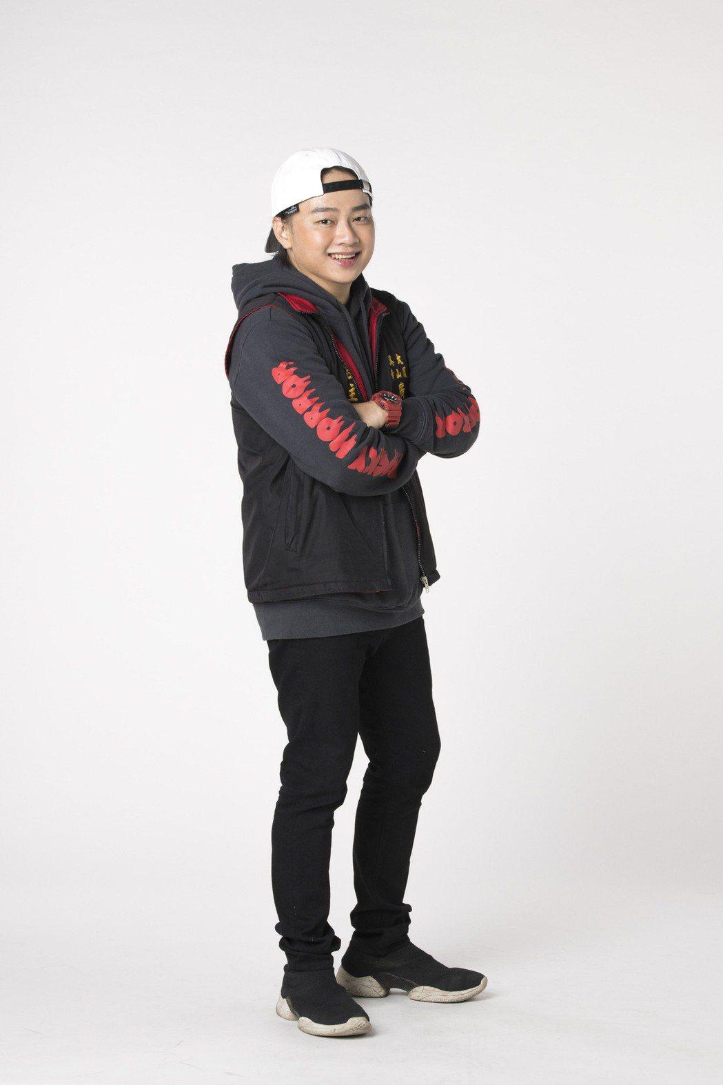 「星光二班」冠軍賴銘偉推出台語創作單曲「萬年香火」。圖/星光娛樂提供