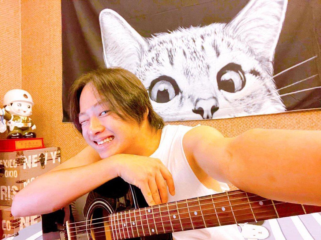 賴銘偉是亞洲電台DJ,也在醒吾科大教課。圖/星光娛樂提供