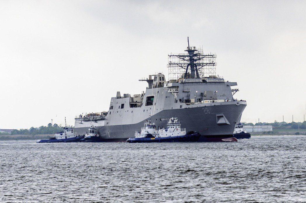2020年3月28日剛下水的勞德岱堡號,可見到改為傳統桅桿。 圖/美國海軍