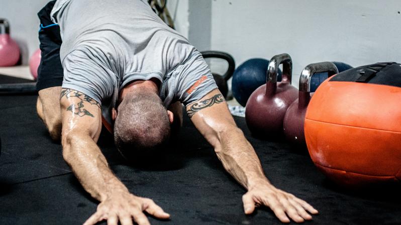 「居家徒手核心伸展、神經鬆動術」30分鐘完整放鬆你的精氣神!圖片來源/Canva