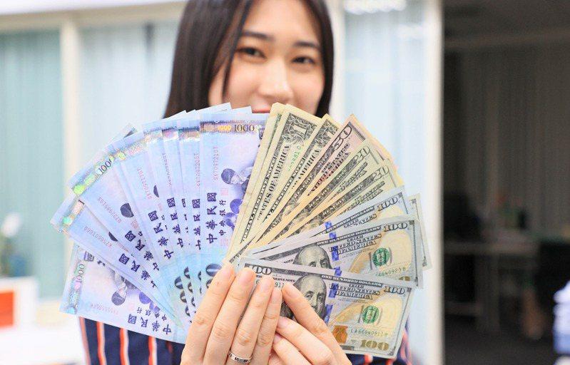 新台幣匯率在5月最後一個交易日氣勢如虹,盤中一度激升1.84角、最高升抵27.583元 ,終場以27.657元作收,升值1.1角,連兩升並創24年新高。圖為示意圖。記者陳柏亨攝影/報系資料照
