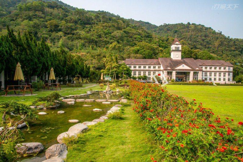 戒治所咖啡的場地美得像歐洲花園,這裡被稱為最美監獄。