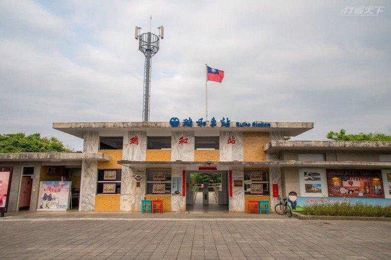 是火車站也是咖啡館,無人車站裡開始賣起烏龍茶與伴手禮。