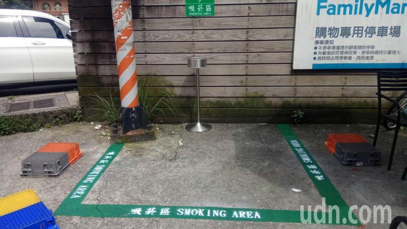 癮君子注意!警戒三級吸菸區雖沒禁 口罩扒開縫3千起跳。記者游明煌/攝影