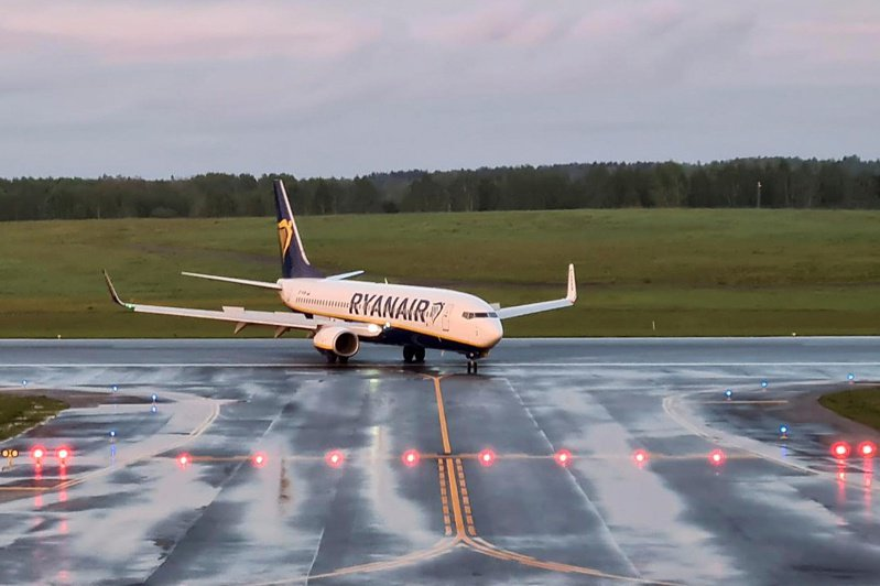 27日傳出至少有2家歐洲航空公司取消了飛往俄羅斯莫斯科的航班,原因是俄羅斯航空當局未允許他們更改航線以繞過白俄羅斯。路透