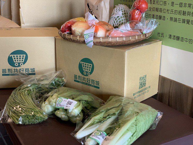 台中市霧峰區農會推出「蔬菜箱」,目前已被預訂逾1000箱。圖/台中市府農業局提供