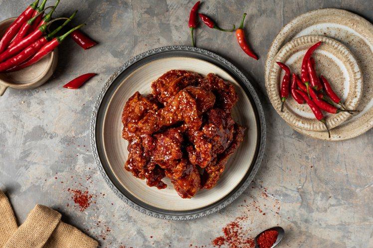 辣勁爆衝的「韓式辣醬炸雞」。圖/銅盤提供
