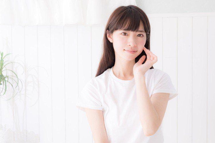 在家工作、視訊時,特別要注意頭髮的狀況。圖/摘自pakutaso
