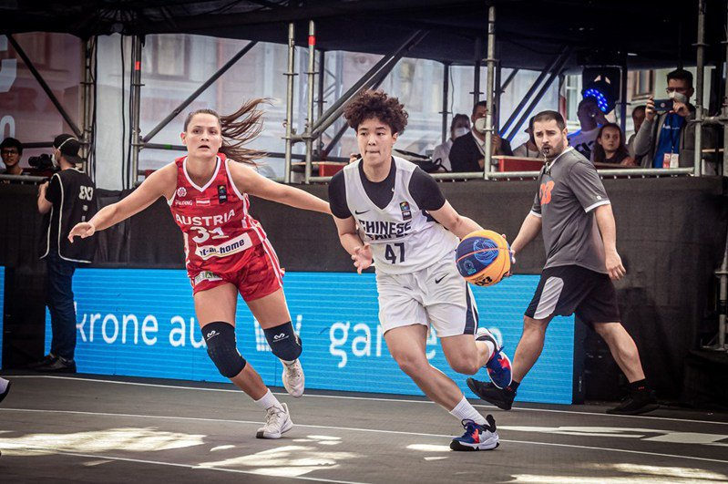 中華隊魏于淳(右)切入。圖/取自FIBA官網