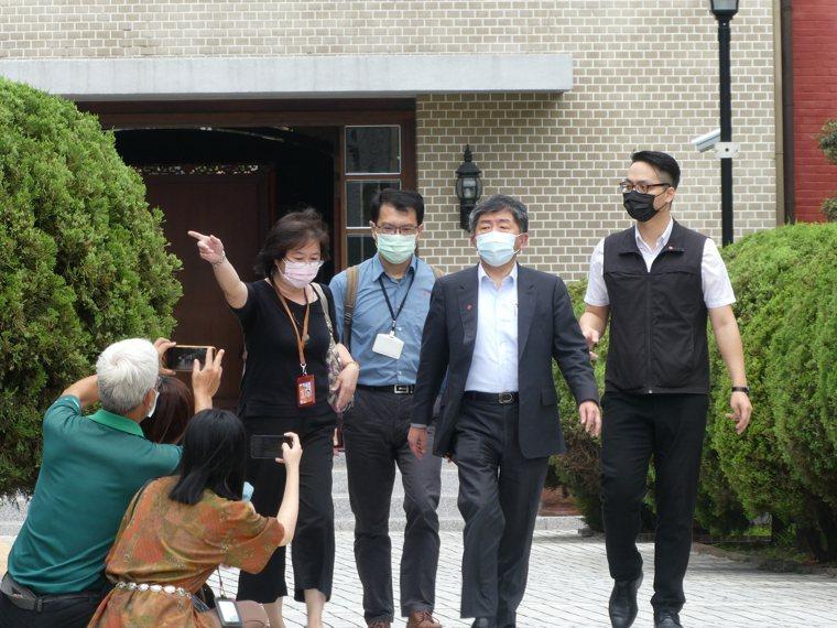 本土新冠肺炎疫情急速升溫,疫苗施打成最後解方。衛福部長陳時中上午在立院表示,若要...