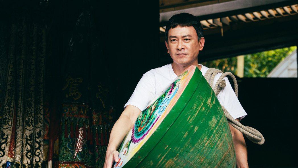 王識賢在「神之鄉」中展耍陀螺的技巧。圖/東森提供