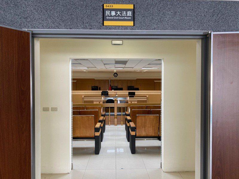 因應疫情國內升溫,橋頭地方法院,今天採遠距視訊開庭審理。記者陳弘逸/攝影
