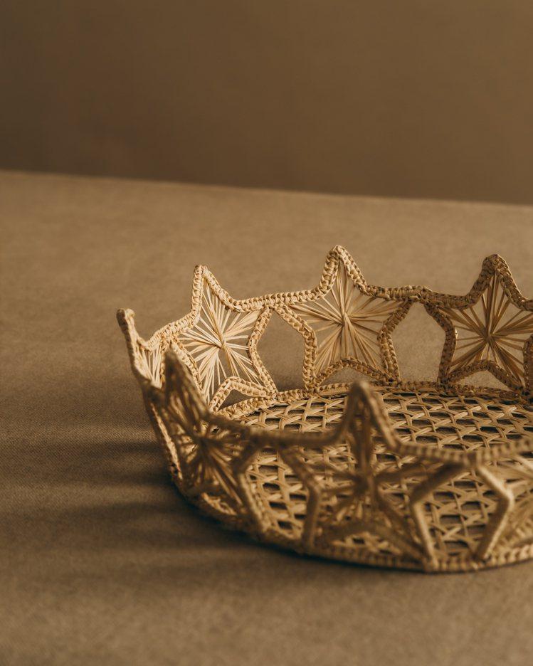 編織籃系列有著優雅的線條與樸實的風格。圖/DIOR提供