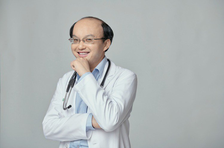 立達診所總院長、台灣高海拔醫學權威王士豪醫師表示,透過智慧手表可持續注意自己日常...