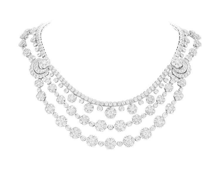 Snowflake可轉換式項鍊,鉑金鑲嵌鑽石,約2,080萬元。圖/梵克雅寶提供