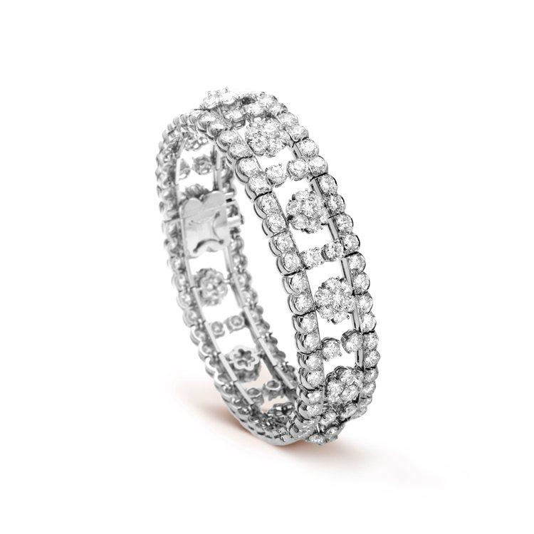 Snowflake手鍊,鉑金鑲嵌鑽石,約725萬元。圖/梵克雅寶提供