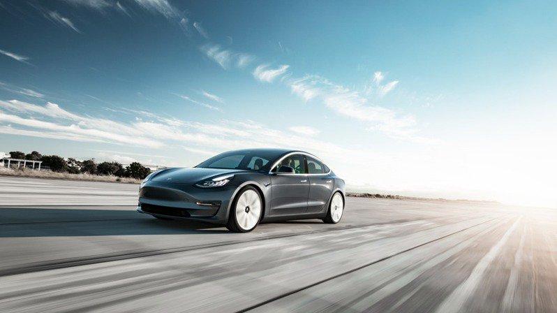 美国「消费者报告」杂志表示,Model 3不再享有该杂志的「顶级优选」(Top Pick)地位。美联社(photo:UDN)