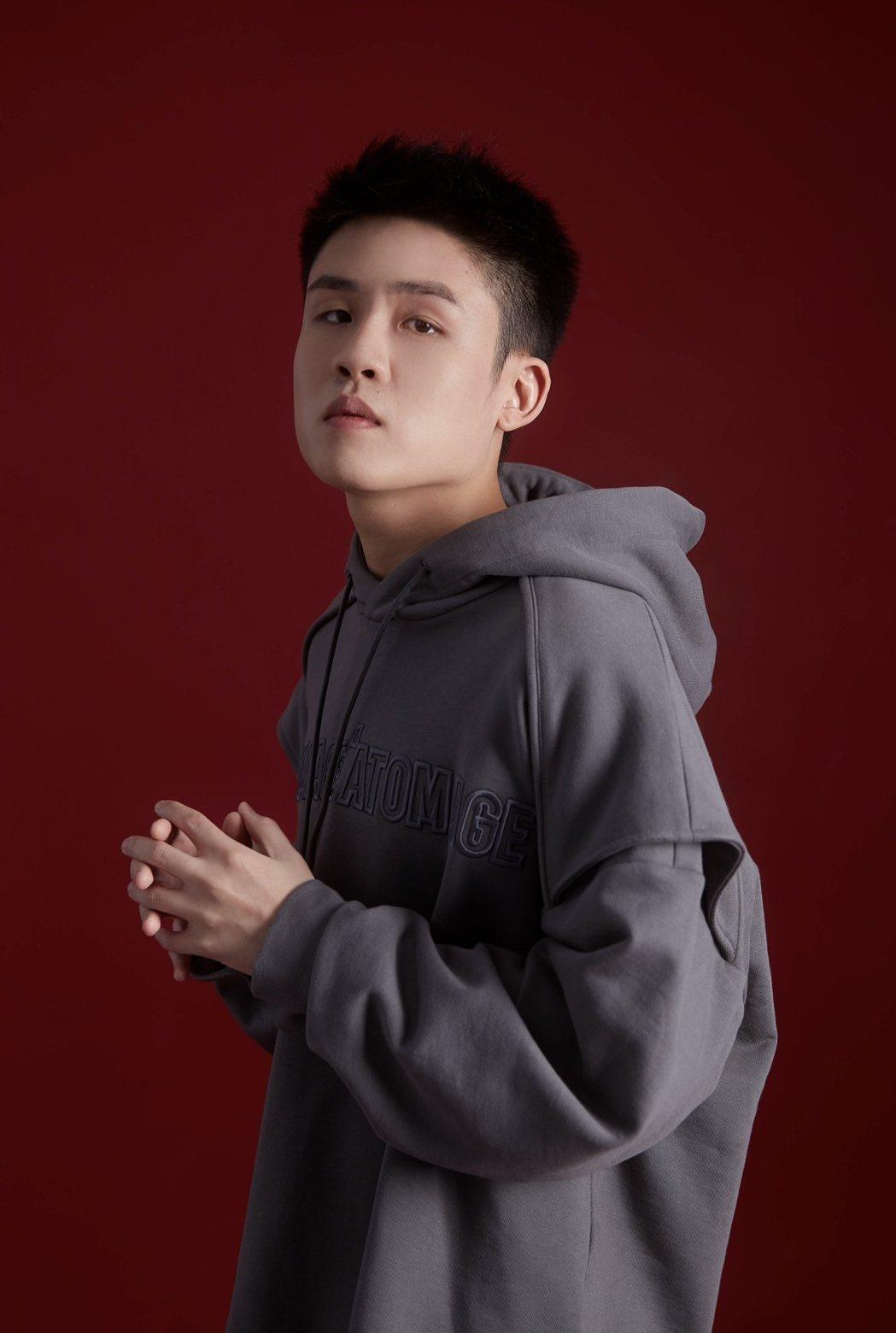 新加坡創作鬼才Gentle Bones曾於2016年與韓流藝人G-Dragon、