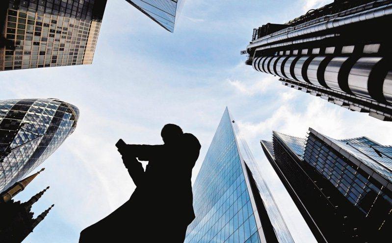 勞動部今天公布109年職類別薪資調查結果,社會新鮮人月薪平均為新台幣2.9萬元。 聯合報系資料照片