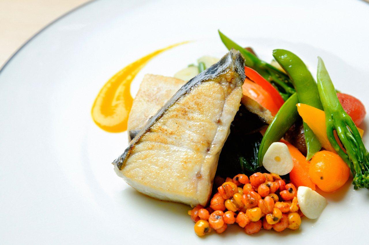 安永鮮物料理長陳安彥推薦地中海飲食簡單的烹煮方式。記者陳軍杉/攝影