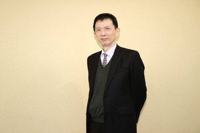 中華民國血脂及動脈硬化學會理事長、馬偕醫院總院副院長葉宏一表示,台灣的吸菸盛行率...