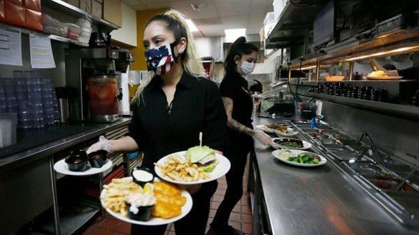 美國餐飲業出現大量缺工潮,部分原因是原本的餐飲從業人員,被資遣後決定勇敢轉換跑道...