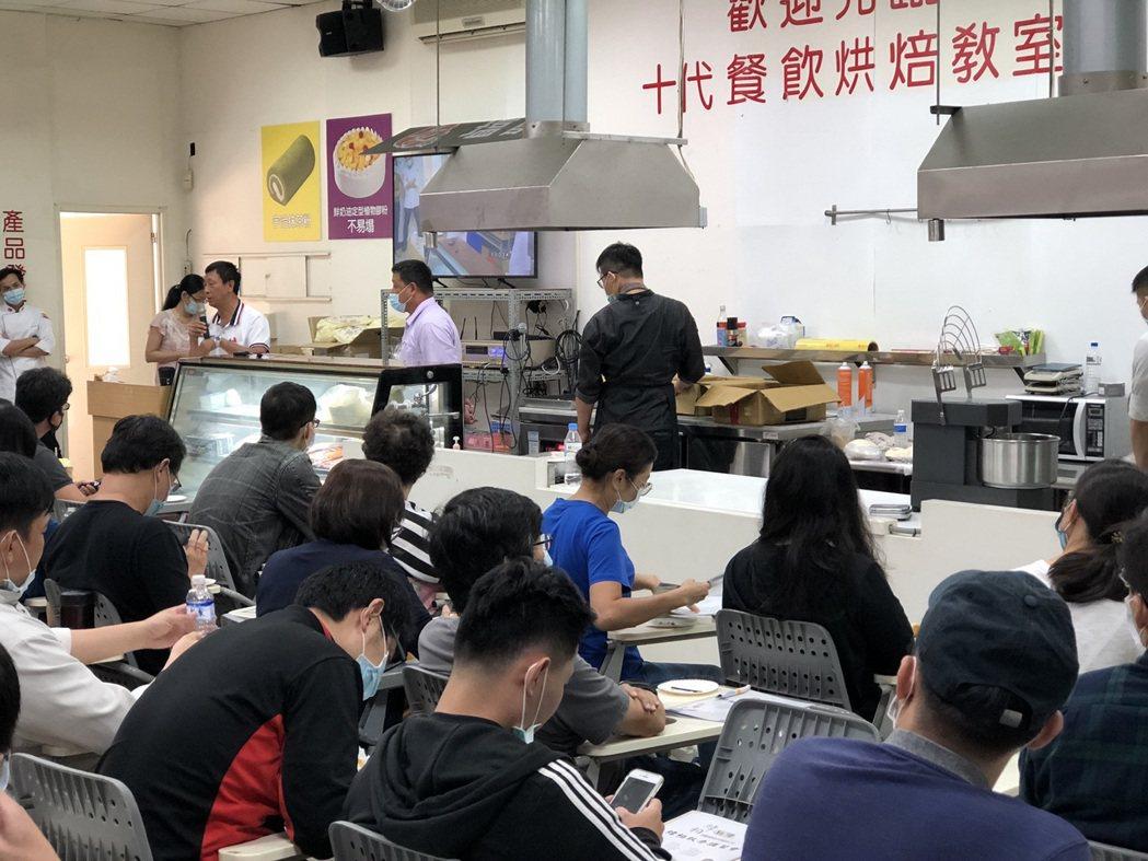 十代食品追求不斷精進,經常舉辦新產品課程與業界交流。 楊鎮州/攝影