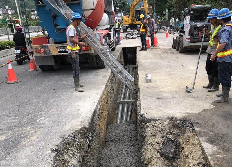 北市環保局從6月1日起,凡申請道路挖掘工程許可者,要求業者於工程回填時須運用北市焚化再生粒料。圖/北市環保局提供