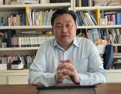 民進黨立委王定宇表示,台灣正面對嚴峻疫情,這時候最不需要的,就是政治操作,製造分裂。記者周宗禎/翻攝