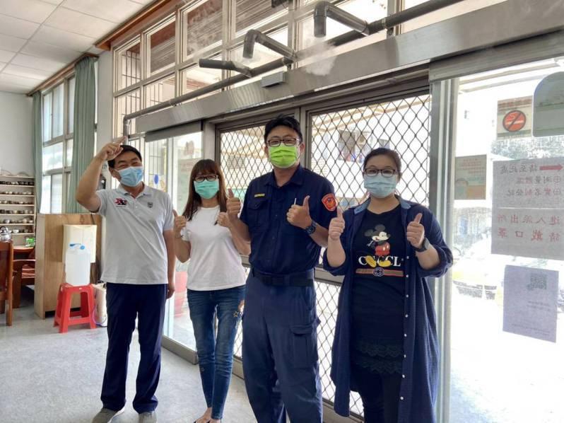 警界染疫風聲鶴唳,台南善化派出所搶先設「滅菌門」消毒淨身。記者周宗禎/翻攝