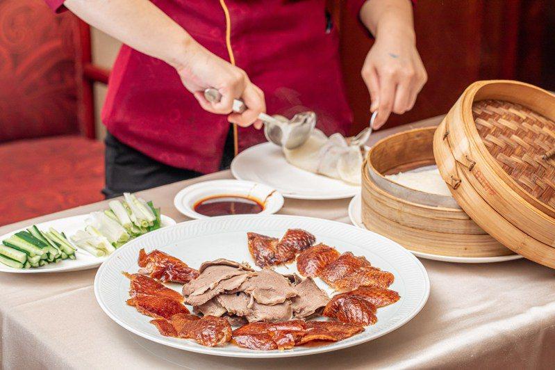 台北福華大飯店江南春的烤鴨五吃也可外帶。圖/台北福華提供