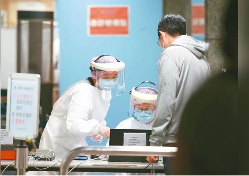 慢性病患者在疫情嚴峻期不敢回診就醫。圖為示意圖,非新聞當事人。本報資料照片