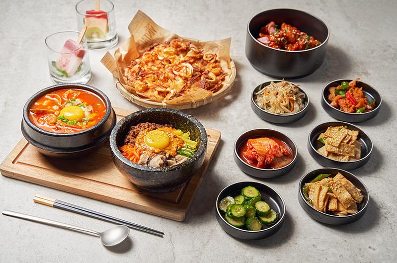 韓食招牌三人套餐。圖/虎三同提供