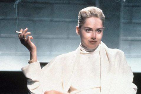 資深性感女神莎朗史東,雖已63歲,狀態仍保持非常好,她最近為自傳「重生之美」(暫譯)宣傳,接受加拿大媒體BBC訪問,回顧代表作「第六感追緝令」提到自己的片酬比起同片男主角邁可道格拉斯,簡直是天差地遠...