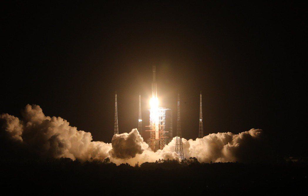 天舟二號貨運飛船29日晚發射任務取得圓滿成功。(新華社)