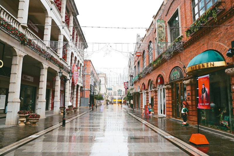 去年1月23日「封城」後的武漢市,再限制中心城區內車輛行駛。中新社