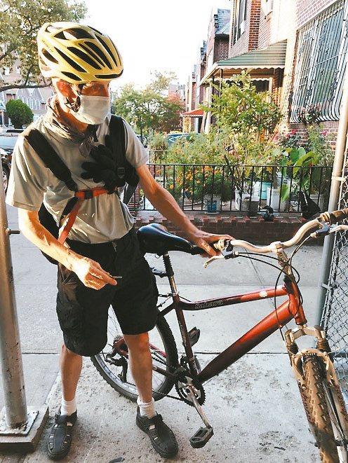 Mark三十年未騎過單車,毅然決然在社區裡買到市面已缺貨的二手單車,每天上班來回...
