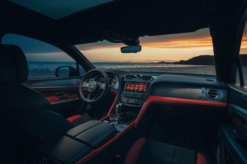 Bentayga S內裝以Alcantara麂皮增加運動感。 摘自Bentley