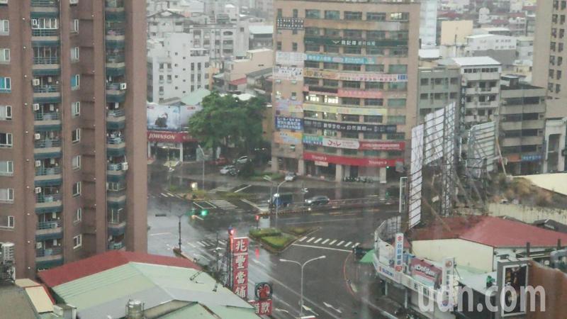 台中市北區上午累積雨量38.5毫米。記者黃寅/攝影