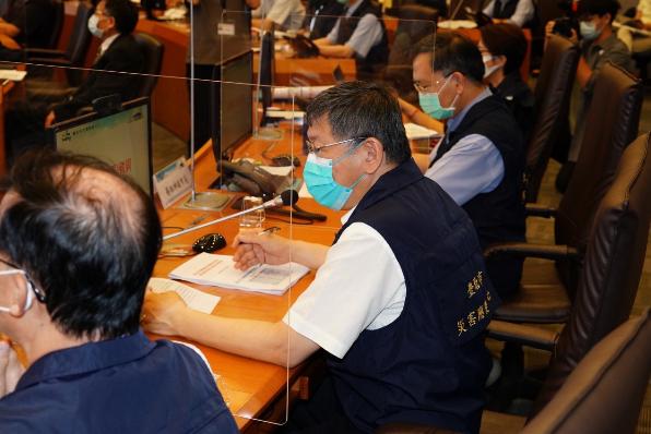 因應疫情不斷攀升,台北市長柯文哲今天上午在北市災害應變中心進行「四級警戒擴大管制...