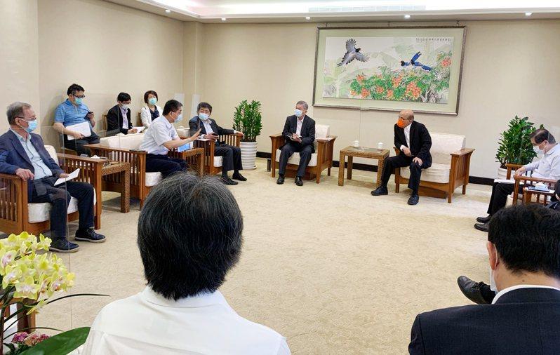 行政院長蘇貞昌今上午召開防疫會議。圖/行政院提供
