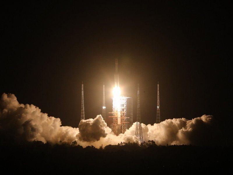 天舟二號29日晚間由長征火箭搭載升空。 新華社