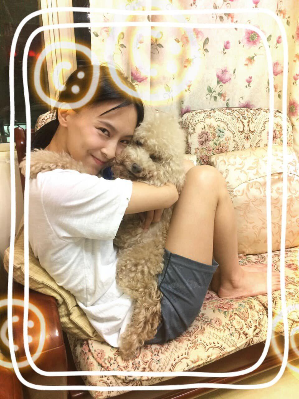 陳瑋薇與她離世的愛犬葛格。圖/齊石提供