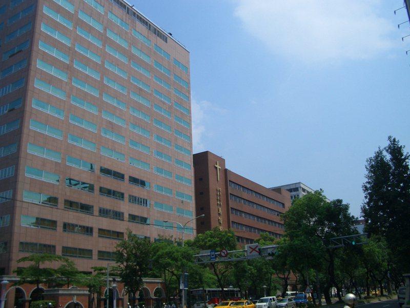 北市議員指馬偕醫院院內二度感染,還匡列100名醫護,北市柯文哲駁斥「假新聞」。圖/截自維基百科