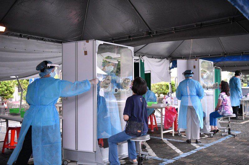 花蓮縣政府在花蓮市衛生所開設2個篩檢站,提供民眾免費快篩。圖/花蓮縣政府提供
