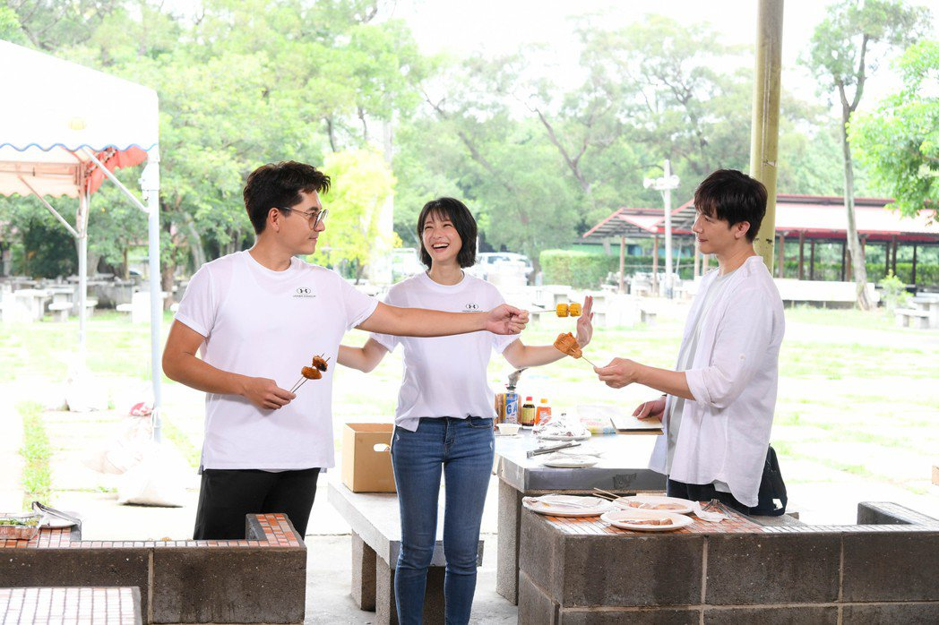 王傳一(左起)、賴雅妍、謝佳見在「三隻小豬的逆襲」中三角關係爭風吃醋很逗趣。圖/...