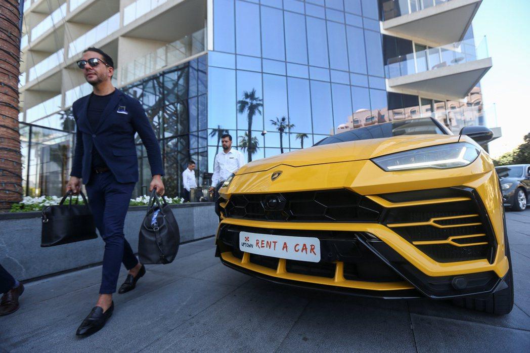 隨著各國疫情消退,全球富人買車需求湧現,正在將豪華車銷量推上新高。路透