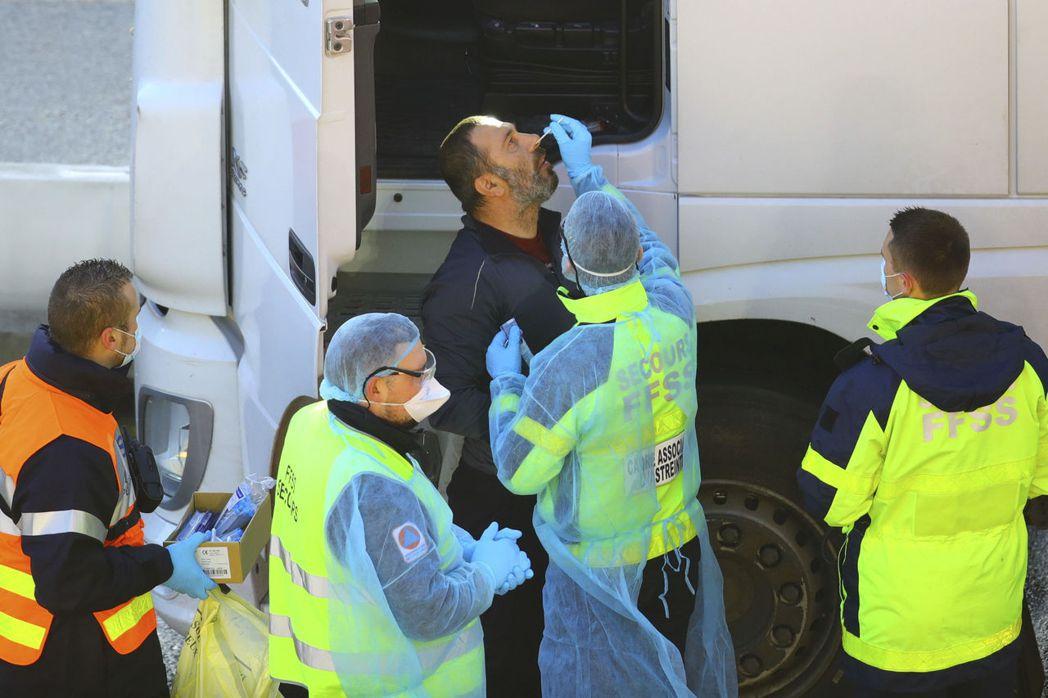 英國物流公司面臨卡車司機人力嚴重短缺的問題。(本報系資料庫)